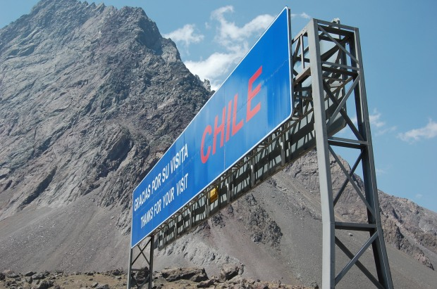 Chile border sign